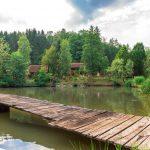 Ferienanalge TeichwiesnFerienanlage Teichwiesn – Teich mit Steg