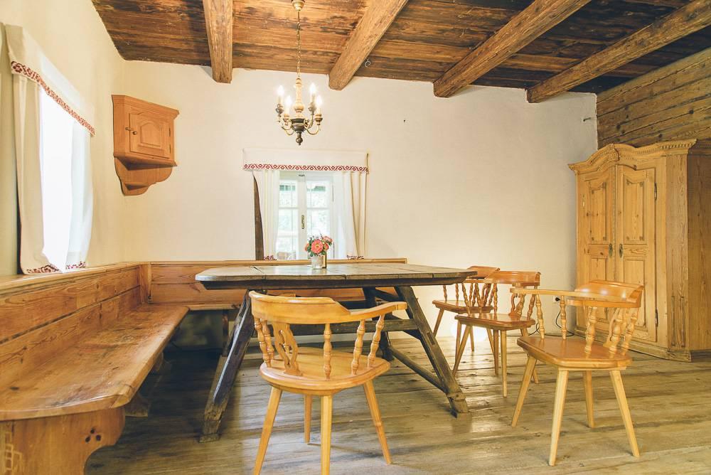 Teichwiesn Stube mit geräumigen Küchenbereich